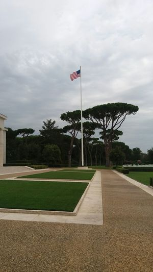 American Cemetery Friedhof Nettuno No Filter Italy Flag Fahne Bandiera Bäume Gras  Rasen Prato