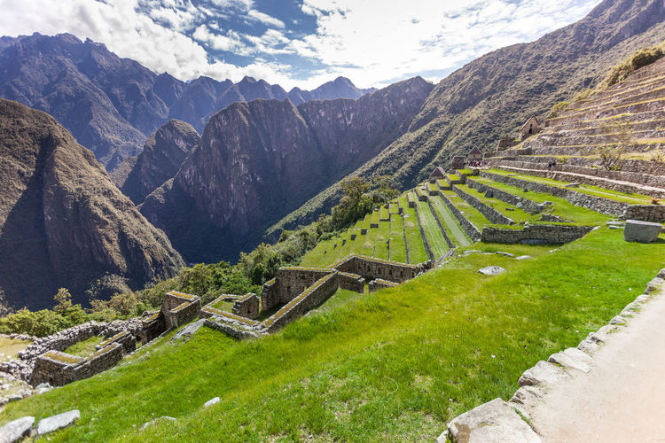 Machu picchu and mountains against sky