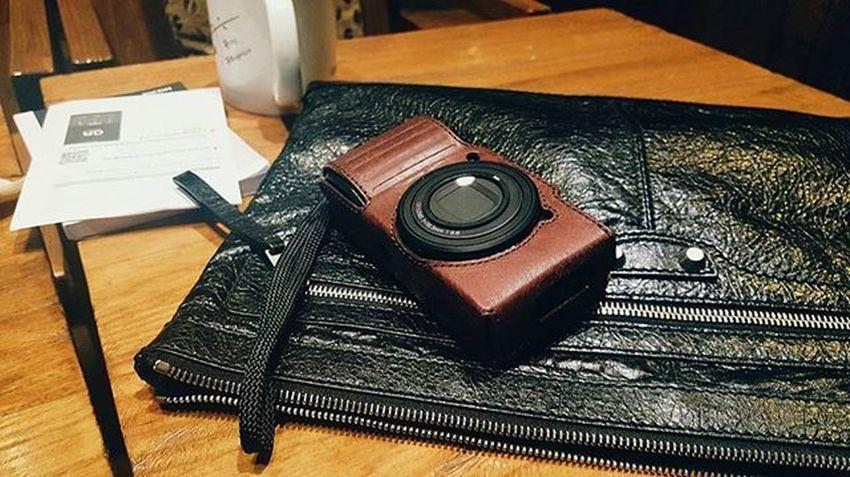 Richo Gr2 Richogr2 리코gr2 이 카메라 너무 마음에 든다. 이거들고 유롭 가면 인생사진 팔십만장은 찍을 수 있겠다.
