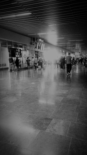LP Aeropuerto Reflection People Adults Only Real People Day