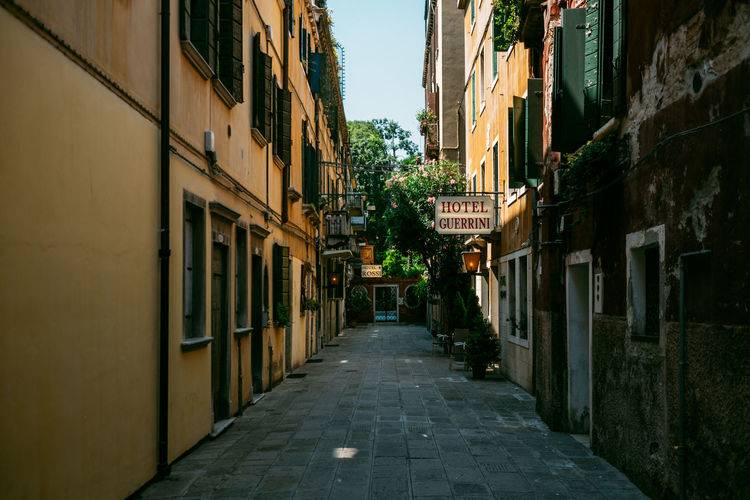 Architecture Built Structure Building Exterior Building Direction City The Way Forward Residential District Footpath Narrow No People Diminishing Perspective Nature Street Alley Outdoors Empty Day Window Town Long Place