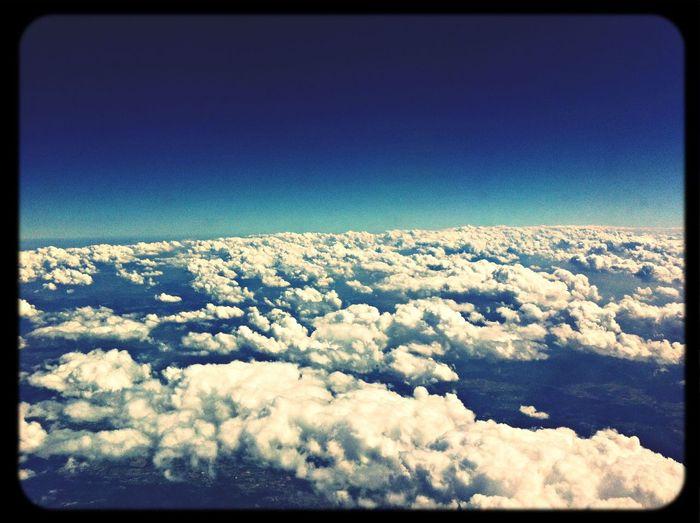 Por los cielos.