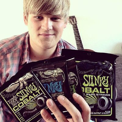 Sachen packen für's Studio!! Special thanks to @ernieball for these fine presents! Thefogjoggers Ernieball Guitarstrings