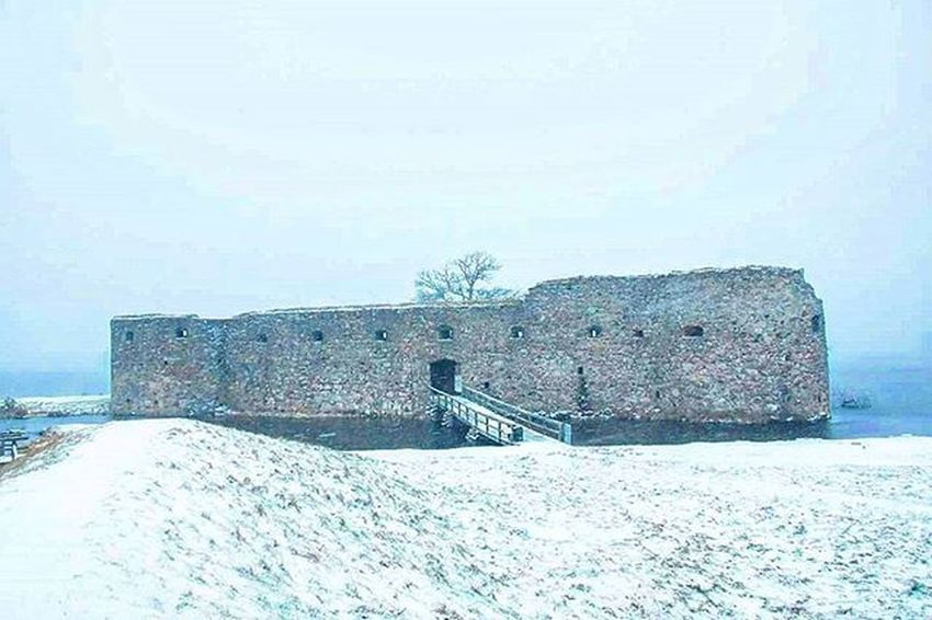 📷🏰 Slottsruin Växjö  Småland Kronoberg Castle Snowing Windy Coldweather Water Perfect Picture Color Pic 👍