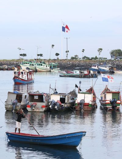 Fishing activity never ends from sunrise to sunset Water Nautical Theme Nauticallife Nautical Equipment Náutico Bahia Lancha Barco Sea Panamá Fishing Fisherman Fishing Boats Muelles