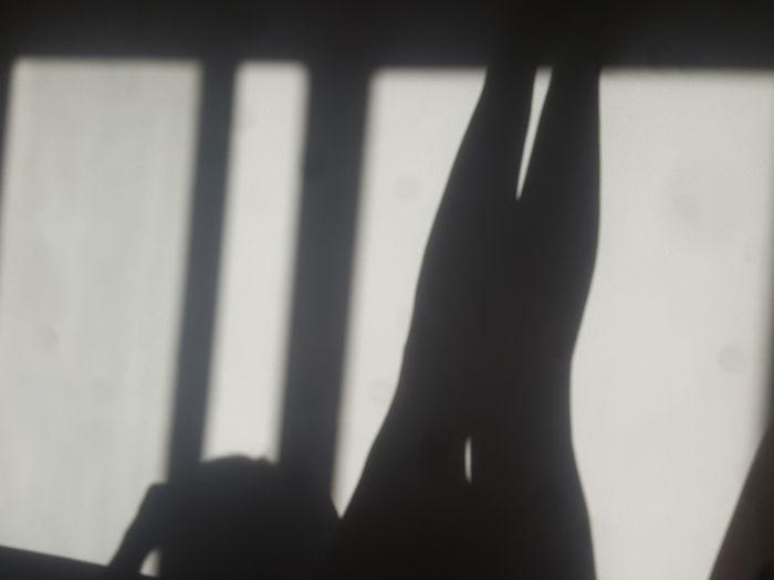 Vistas Moni Blancoynegro A Mi Manera Smartphonephotography Soloyomisma Sensual_woman Yomisma Mujer Adult Woman Human Hand Shadow Focus On Shadow Close-up Optical Illusion Peace Sign  Silhouette