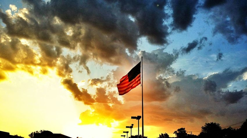 Flag America American Flag Sky And Clouds Sky Eyeem Photo Hello World Fluffy Clouds Sunset Enjoying Life Street Photography Colour Of Life Chicago