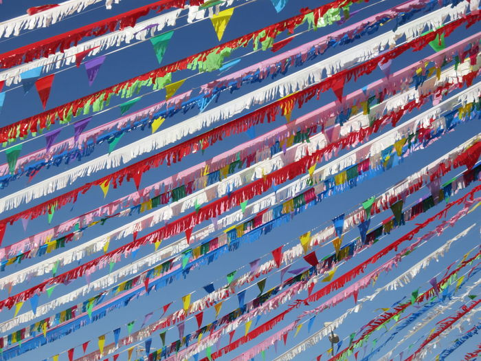 Bunte Wimpel-banderolas coloridas-colourful buntings Abstract Architecture Banderolas Bun Buntings City Close-up Colorido Colourful Day Fahnen Flag Flaggen Multi Colored No People Outdoors Road Sport Wimpel