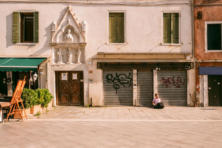 Venice Architecture Built Structure Building Exterior Building Entrance Window Day Footpath House Door Sunlight City Residential District Nature Men One Person Street Outdoors Real People Architectural Column Courtyard