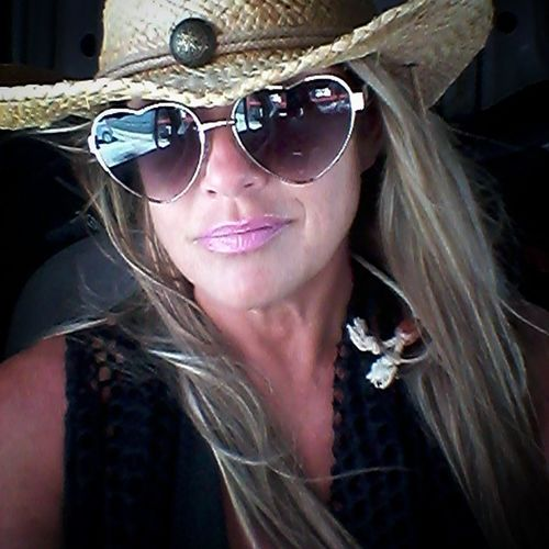 Beautiful Woman Heart Glasses  Cowboy Hat Straw Hat Portrait Blond Hair Looking At Camera Females Young Women Long Hair Sunglasses Beautiful Woman Beauty Close-up Human Lips Lipstick Pink Lipstick  Eyewear Lip Gloss