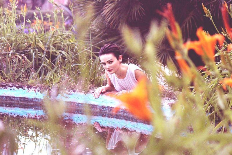 She's in fashion Verdant Natural Beauty Taking Photos Enjoying Life Sophisticated Wood Portrait Green Fashion Villa