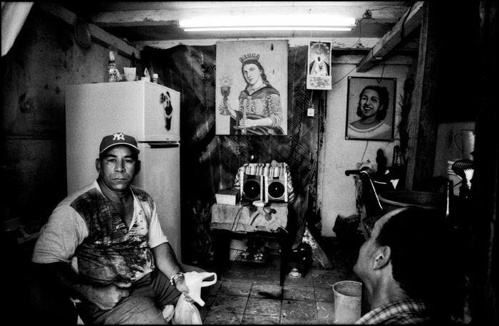 Havana - Cuba / © Aaron Sosa www.aaronsosaphotography.com www.aaronsosablog.com Check This Out Taking Photos Enjoying Life Relaxing Light Canal De Panama  Blackandwhite Black And White Light And Shadow Shadow Black & White Photography Monochrome Assignments Habana Cuba  Havana Cuba Havanna, Cuba