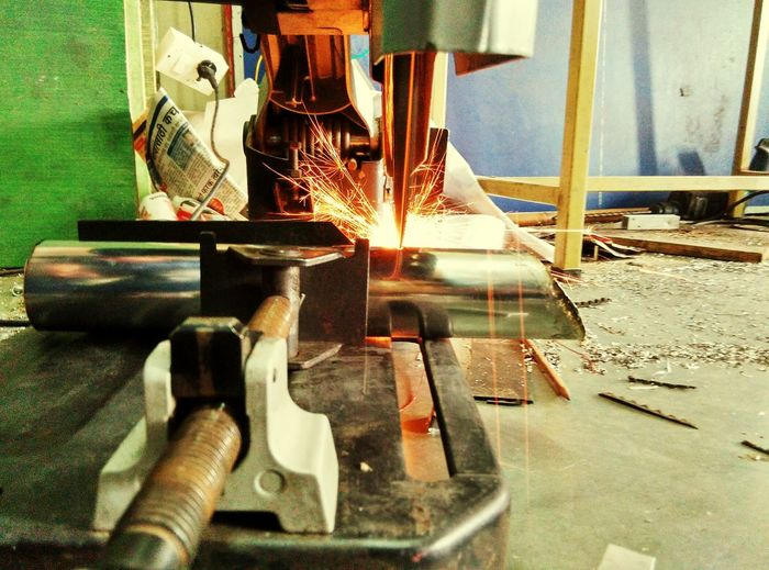Capturing Motion At Workshop Mild Steel Cuttings Cutting Tool Pipe - Tube