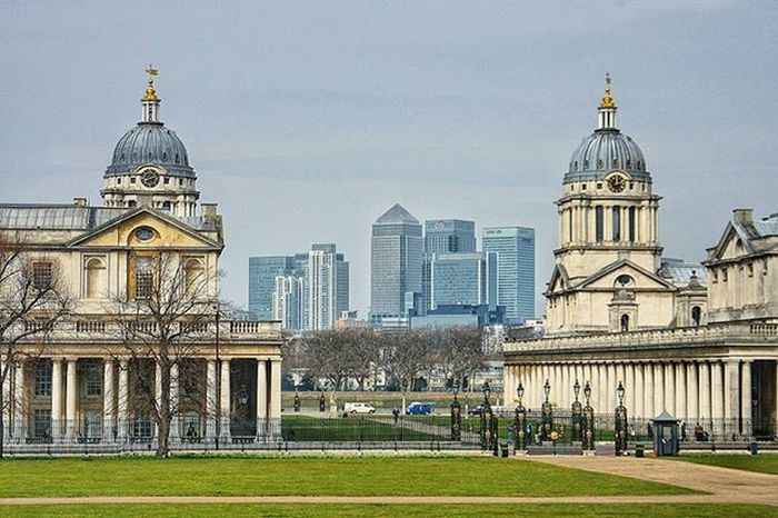 Greenwich park in London with the business district Isle if Dogs in the background EEprojects London Uk Urbanscene Symmetrykillers Streetphotography Greenwich Isleofdogs Architecture Symmetricalmonsters Architecturephotography Designer  Office Building Cbviews LiveTravelChannel Moodygrams Exterior Exploretocreate Timezone Cbviews Realestate Property Modernarchitect AOV urbexbp skyscraper
