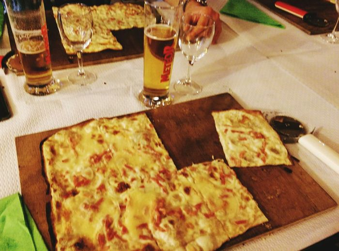 Une tarte flambée Alsacienne 08.2017 Food And Drink Food Alsace Life Alsace Dining Alsace, France Tarte Flambee Foodphotography Chilling ✌ Art Of Life Enjoying A Meal Enjoying Life Travel Photography France🇫🇷 Photograferlife