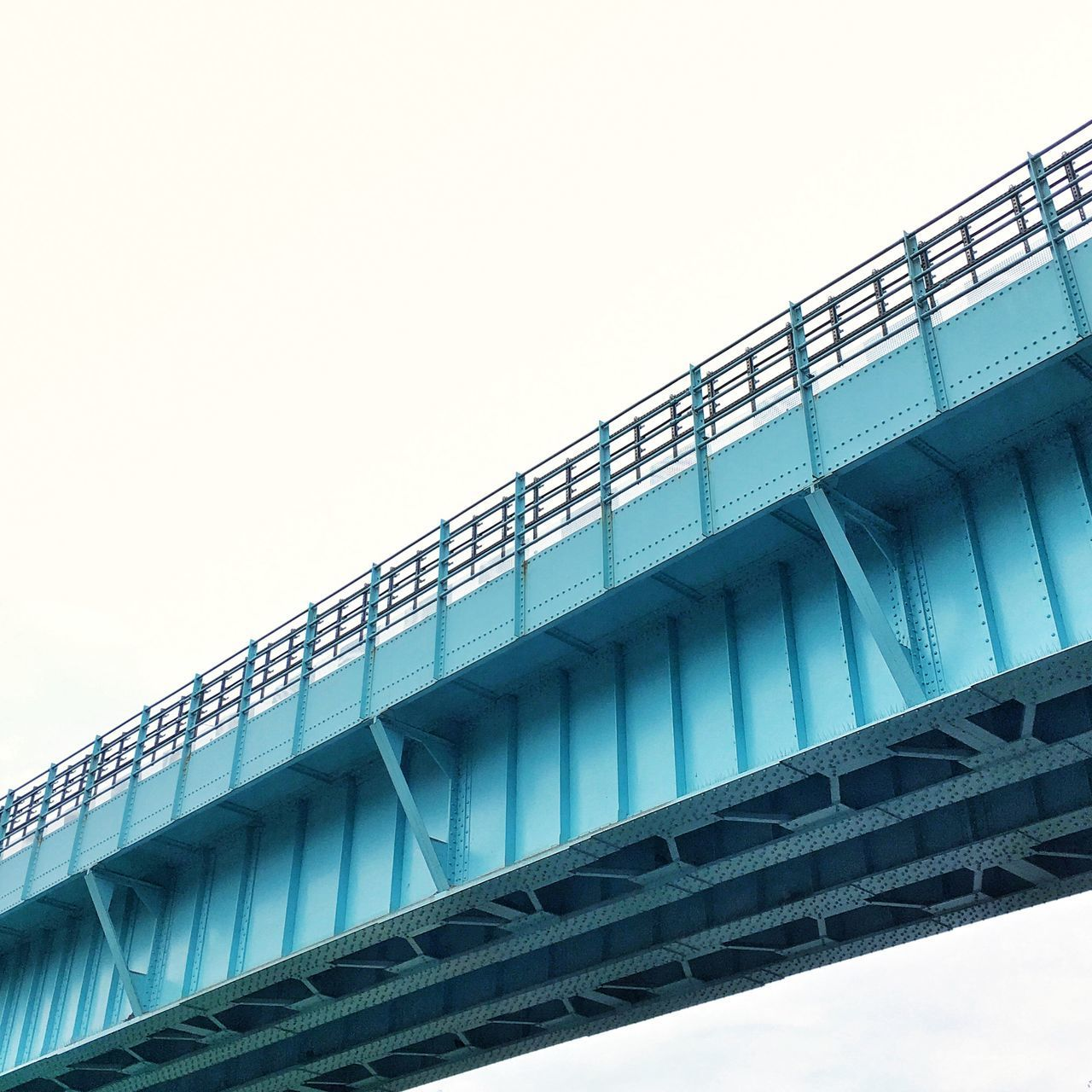 bridge - man made structure, architecture, connection, built structure, low angle view, transportation, copy space, clear sky, day, no people, outdoors, sky