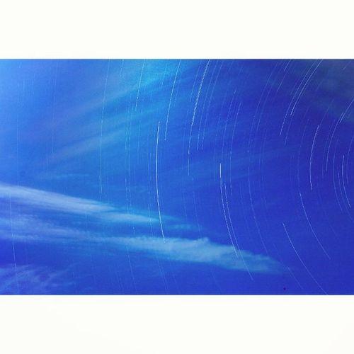 仰望天空 藍天 白雲 天空 星軌 夜色 高美濕地 說走就走 帶著鏡頭趴趴照 記事簿 獨守 一個人的旅行 一個人的天空 仰望 🌌🌠 仰望天空 彷彿你擁抱我 所有的不愉快向你說 你靜靜地聽 我慢慢地訴說