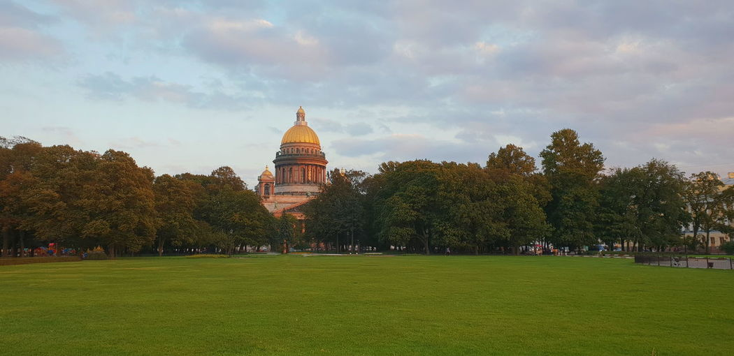 Saint Petersburg Withgalaxy снятонаgalaxy Санкт-Петербург City Tree Cityscape Urban Skyline Beauty Arts Culture And Entertainment Park - Man Made Space Sky Architecture Grass Cathedral Temple Church