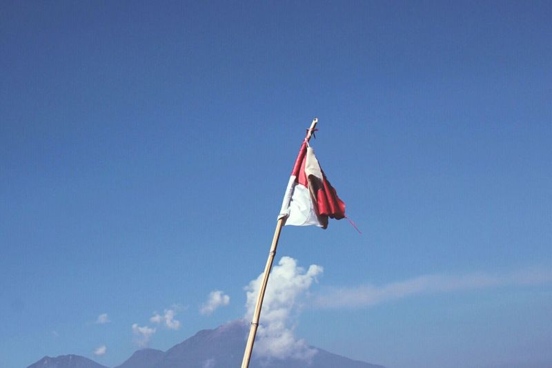 EyeEmNewHere INDONESIA Mountain Flag Patriotism Pride Blue National Icon Independence Wind Outdoors Sky Flag Pole