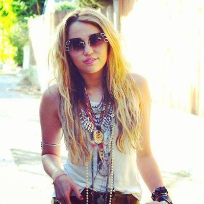 @mileycyrus @linilove0o Smiler Smilers Milesbian Mileyisnotugly MileyCyrus NoHateforMiley