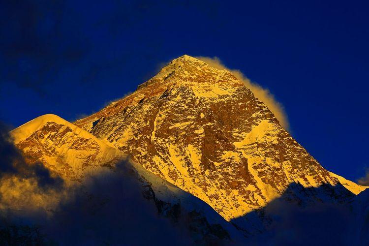 Mount Everest on fire Moutains Mount Everest Sunset Himalaya Nepal Sagarmatha Khumbu Canon Canon 5d Mark Lll Canon 70-200 F2.8 L IS-II KalaPatthar First Eyeem Photo
