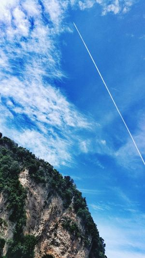 Vapor Trail Sky Low Angle View Scenics Tree Nature Cloud - Sky Beauty In Nature No People Outdoors Day Contrail Astronomy Nature Muslimtraveler