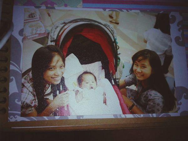 haba pa ng hair ko dito shet nakakalungkot :( liit pa ni gab dito.. @megALYSSA03 DI KA PARIN NAGBABAGO PANGET KA PARIN BabyDays Family Throwback