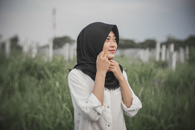 Only Women One Woman Only One Person Adults Only Adult People Outdoors Mature Adult Water Tranquility Nature Young Adult Women Portrait Grass Young Women One Young Woman Only Sky Day Hijab Hijabstyle  Hijabfashion Ramadhan2017 Portrait Of A Woman