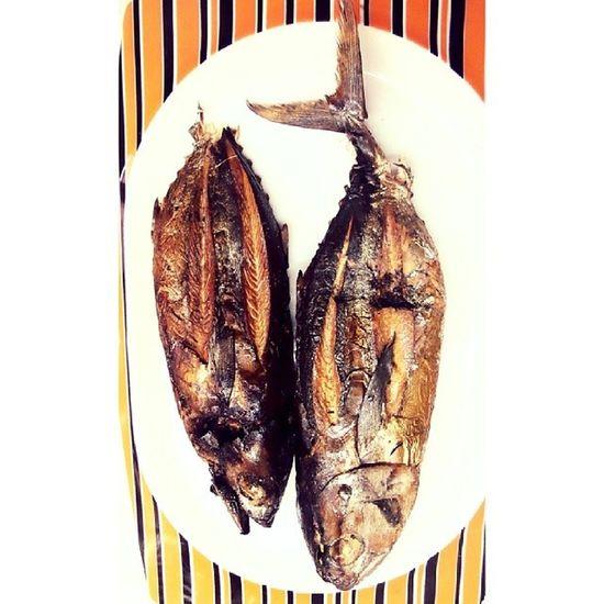 Ini cakalang fufu enaknya dimasak apa ya? @acmiid @williamwongso @santhiserad @fajar_arcana @pokijanacil Traditionalfood Localdelicacy Localfood Maluku  discoverindonesia instanesia instafood instanusantara smokefish indonesia