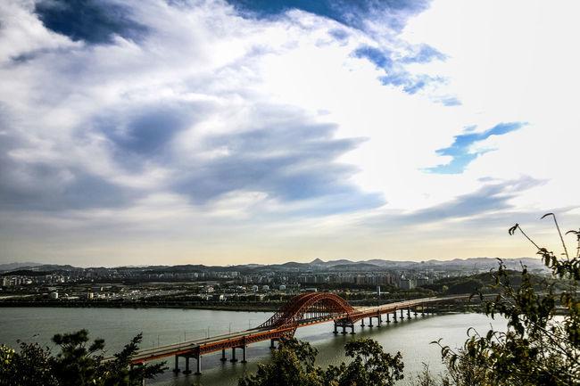 Atmospheric Mood Bangwha Bridge Bridge Clear Cloud Cloud - Sky Cloudscape Cloudy Dramatic Sky Dusk Han River Moody Sky Orange Color Outdoors River Riverscape Silhouette Sky Storm Cloud Sun Sunset Unhampered Water