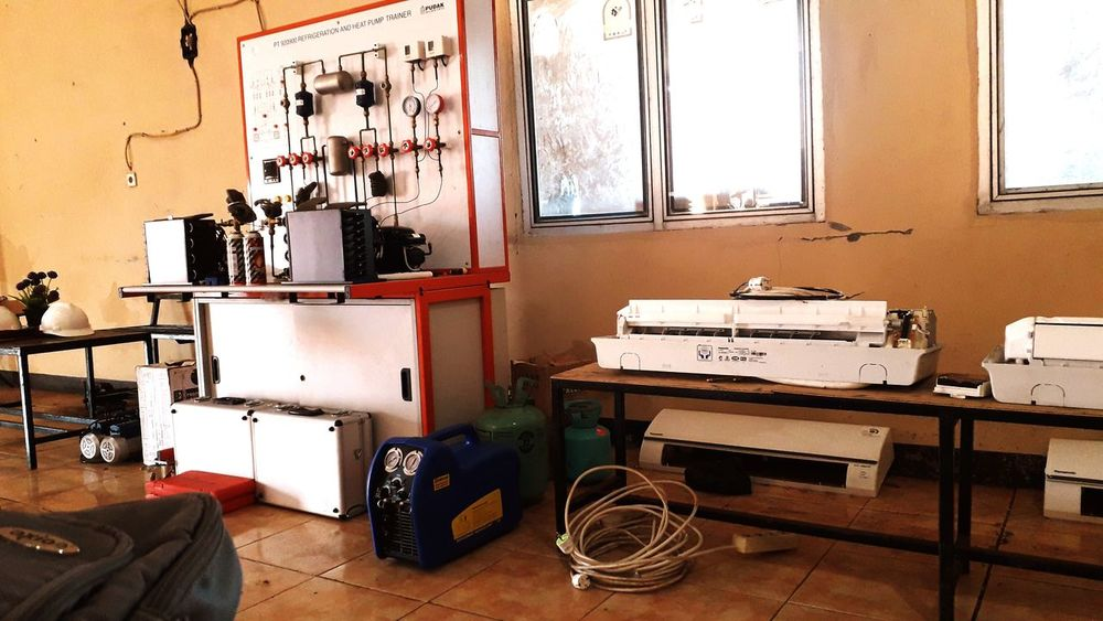 refrigeration clas Refrigeration Department Refrigeration Repair Mecanical Refrigerator Magnets Air Conditioner EyeEmNewHere A New Beginning