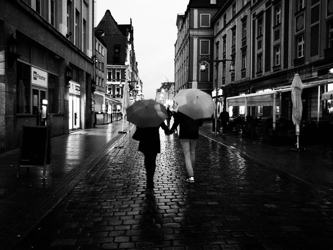 Street Rain HuaweiP9 Black And White Mobile Photography Mobilephotography Bnw Huawei Mobile_photographer Streetphotography Street Photography Mobile TakeoverContrast