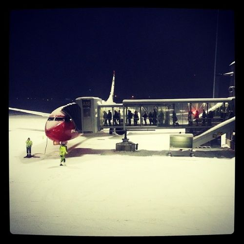 Gardemoen Norway Travel Bestoftheday bestpicture bestphoto winter ilovenorway Norwegianairlines boarding airplane