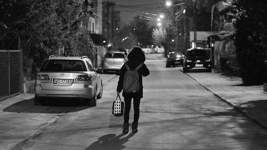 Streetphoto Blackandwhite Photography B&W Portrait Black And White Photography B&w Nightphotography Night Photography Noc Nocna Nightshot Nighttime