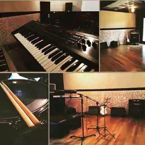 Buat Musisijogja kalian bisa latihan distudio kami Fazan Band ============================= Mau latihan atau recording musikmu sampai pagi? Fazan Studio memiliki 4 Studio: 1. Astina Room (Studio Latihan Utama) 2. Amarta Room (Studio Recording Utama) 3. Jodipati Room (Studio Latihan Kedua) 4. Dwara Room (Studio Recording kedua) Silahkan datang ke Fazan Studio, untuk info dan booking hubungi kami di nomor 082328650005, Terima Kasih. ============================= Studiojogja Alatmusik Sekolahmusikjogja srudiorecording bandjogja Happy fasting....