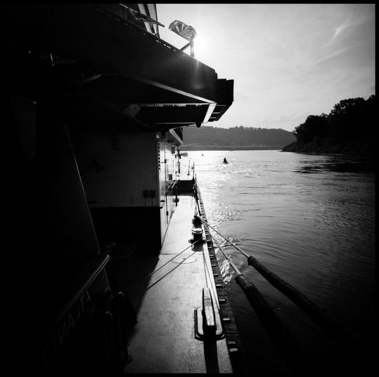 Ohio River Black and White USA Water Urban Black And White Analogue Photography Medium Format Agfa APX 100 New Lomography Outdoors United States Bridge Ohio River Ohio River Bridge Cicinnati Launch Boat Sun And River Travel Cincinnati Skyline Adventure