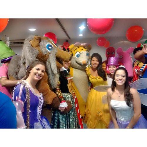 Começou nossa festinha... DiaDasCrianças AraujoJorge HospitaldoCancer Mundodafantasia princesas princepes