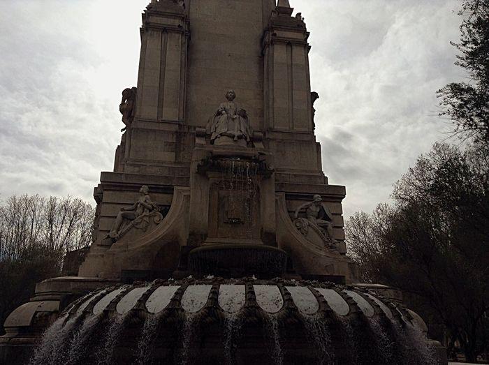 Plaza De España Monumento a Milguel de Cervantes. Madrid