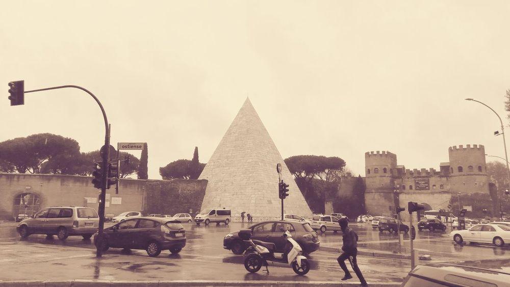 Architecture Rain Rainy Days Rainy Day Vintage Piramide City Pyramid Politics And Government Sky Historic Carriage Building RainDrop Moving Around Rome #urbanana: The Urban Playground