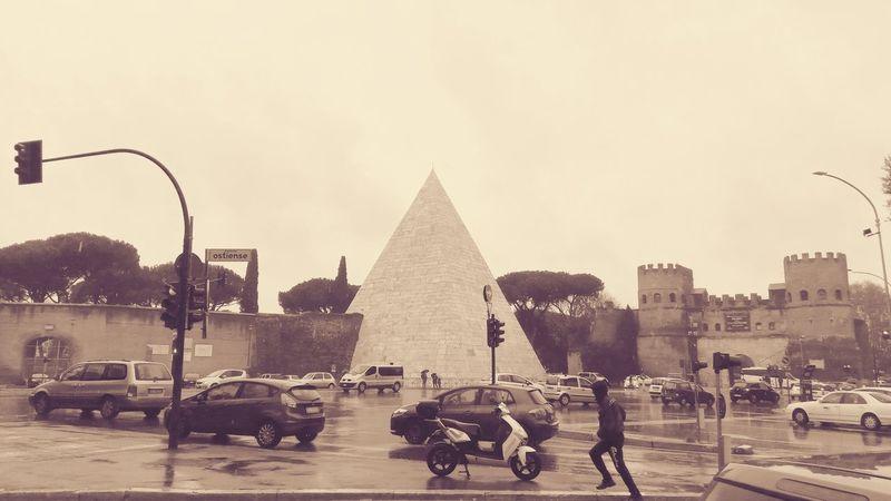 Architecture Rain Rainy Days Rainy Day Vintage Piramide City Pyramid Politics And Government Sky Historic Carriage Building RainDrop Moving Around Rome