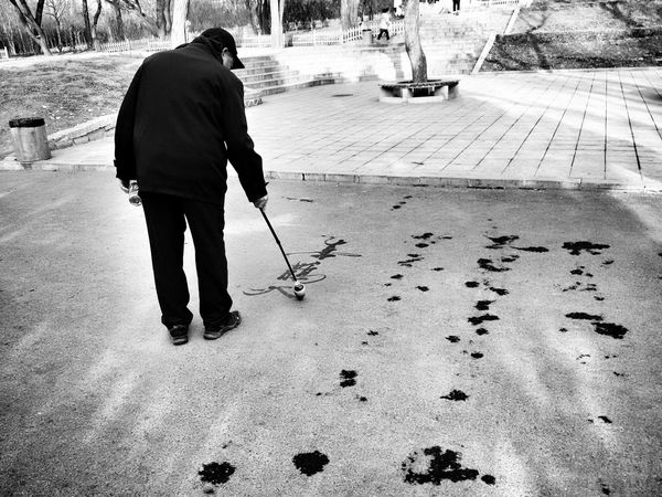 Parlife in Dalian, China 3 The Street Photographer - 2016 EyeEm Awards china Dalian Feel The Journey Fine Art Photography People And Places. Adventures In The City This Is Aging The Street Photographer - 2016 EyeEm Awards China Dalian Feel The Journey Fine Art Photography People And Places. People And Places Monochrome Photography Embrace Urban Life Welcome To Black The Street Photographer - 2017 EyeEm Awards