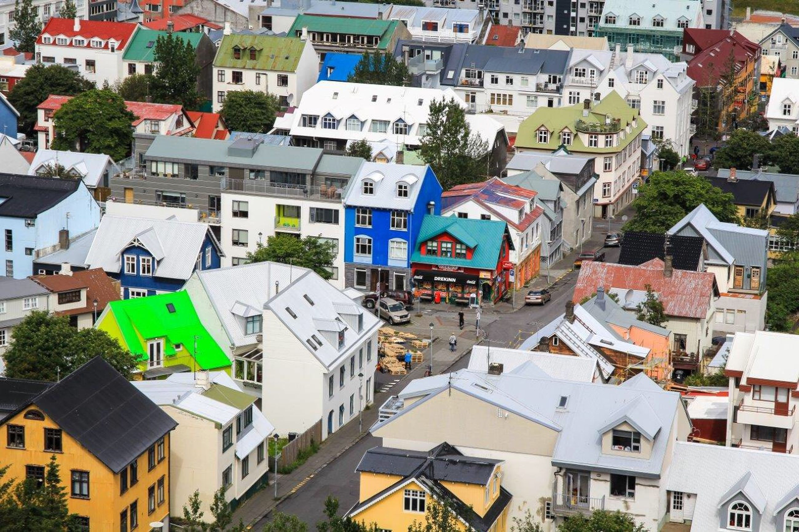 building exterior, architecture, built structure, residential building, residential structure, house, roof, residential district, high angle view, city, town, crowded, day, outdoors, building, no people, townscape, tree, multi colored, full frame
