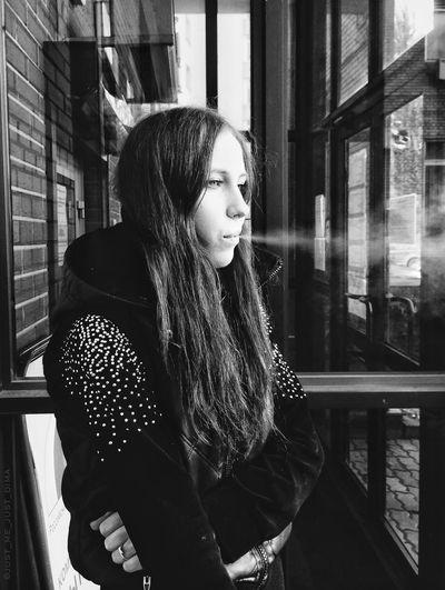 WHITE SMOKE Beautiful Girl Streetphotography Street Photography Fortheloveofblackandwhite Streetphotography_bw Bnw EyeEm Bnw Eyem Best Shots - Black + White Black And White Portrait EyeEm Best Shots - People + Portrait