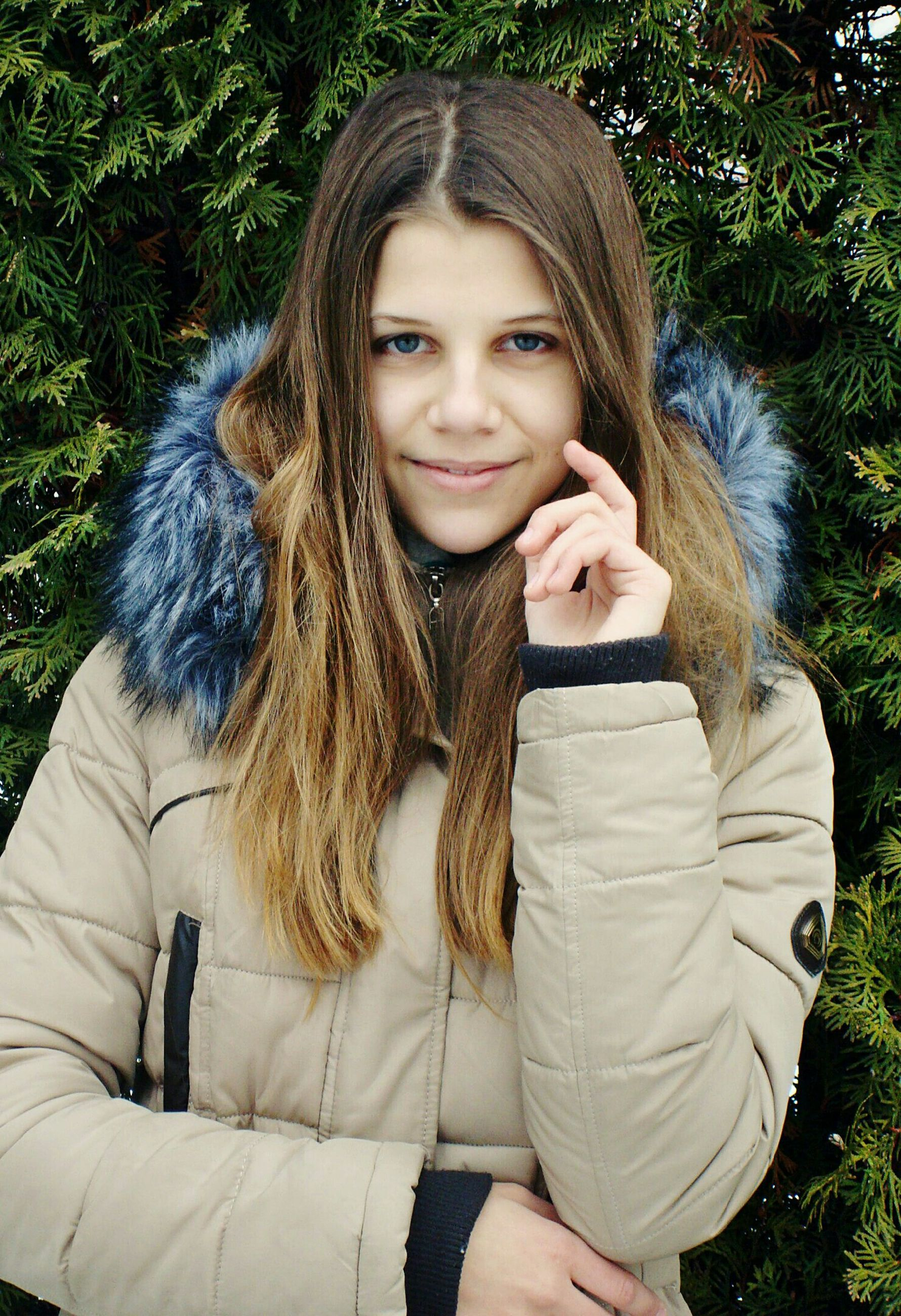 portrait, looking at camera, beautiful people, smiling, beautiful woman, long hair, young adult, beauty, young women, cheerful, one woman only, one person, women, people, one young woman only, adults only, nature, outdoors, close-up, only women, confidence, happiness, adult, winter, knitted, warm clothing, beauty in nature, day, human body part