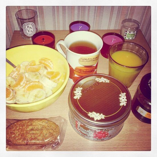 Starting the W.E with a good breakfast with algoté Kusmitea , fruits and p'tit dej Lu