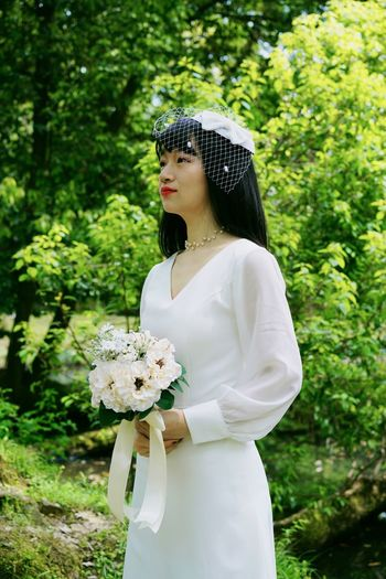 Portrait ThatsMe Bride Wedding Dress One Person Women Plant Beauty Adult Young Adult Beautiful Woman Young Women Nature Standing White Color Beauty In Nature Outdoors