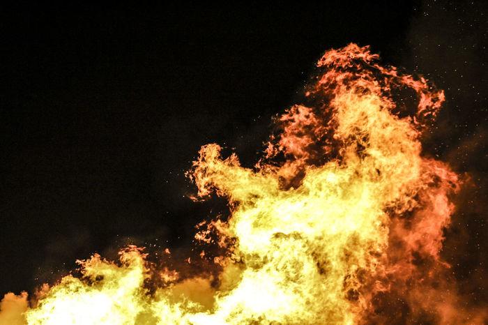 Flames Smoke Bonfire Burning Clear Sky Dancing Flames Fire Fireball Flame Flickering Flame Glowing Heat - Temperature Motion Night