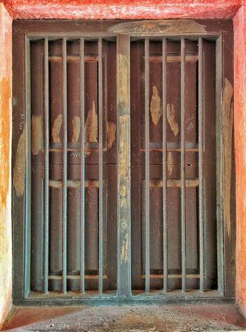 """""""Love unlocks doors and opens windows that weren't even there before."""" Snapseed Nexus5 Nexus5photography Window Nofilter"""