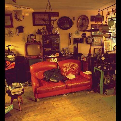 Zaman... Old Sofa Junkman