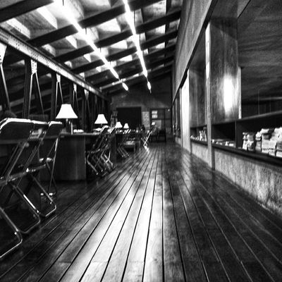 ◾Library Light Lines - LLL ◾ Mobile_photographer Bnw_zone Bnw_madrid Bnw_photografare bnw_worldwide bnw_captures blackandwhite bnw_of_our_world bw_kings bnw_life_invite bnw_today edits_bnw_invite igersguadalajara ig_mexico mexigers all_shots webstagram nsbmexico shootermag_mexico